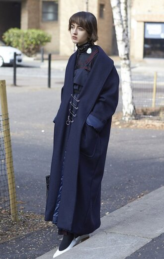 coat london fashion week 2017 fashion week 2017 fashion week streetstyle oversized oversized coat long coat navy navy coat tights opaque tights shoes white shoes top black top accessories accessory