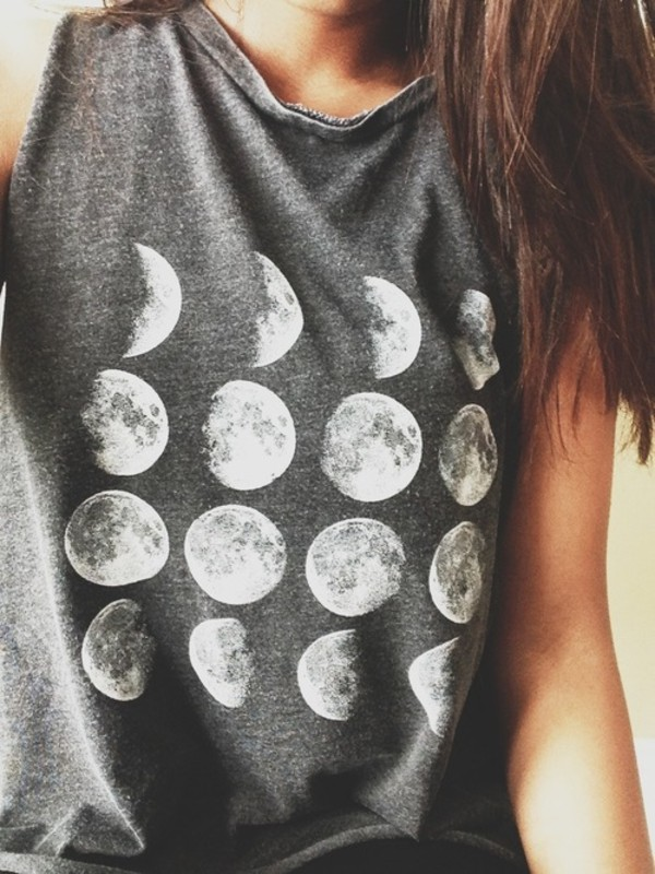 shirt moon phase grey tumblr moon phases t-shirt t-shirt to the moon and back cute outfits cute pretty girly sweater moon top brandy melville tank top night darkness girl hair browny moon t shirt grey shirt moon shirt brunette grunge blouse printed tank top printed tank printed top short tank top short tank short top grey tank top grey top grey t-shirt t-shirt