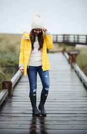 dress corilynn,blogger,sweater,jeans,shoes,hat,yellow coat,beanie,knitted sweater,wellies,boots,fall outfits,raincoat
