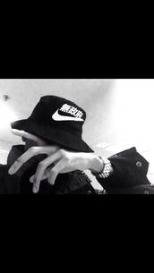 hat,nike black bucket hat