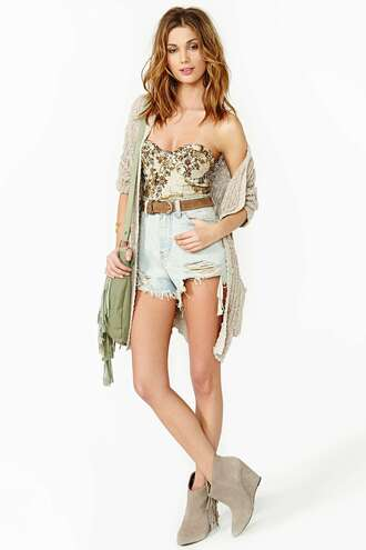 blouse floral hipster vintage cute white light heels shorts bustier nastygal shoes
