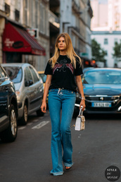 top,casual,sporty,black top,streetstyle,jeans,flare jeans