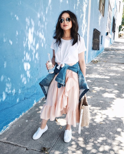 skirt midi skirt ruffle hem skirt t-shirt blogger blogger style wrap skirt denim jacket tote bag white sneakers