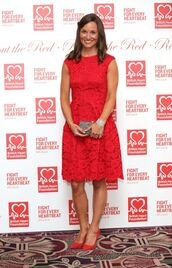 dress,lace dress,lace,pippa middleton,red,pumps,shoes
