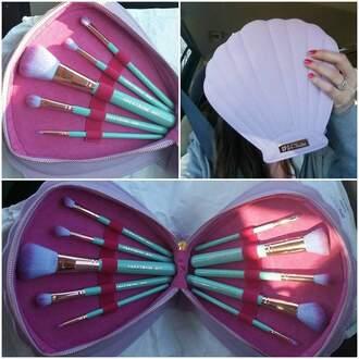 make-up mermaid makeup brushes clam