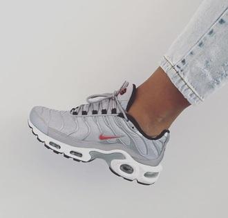 shoes sneakers grey sneakers nike nike shoes grey white sneakers.