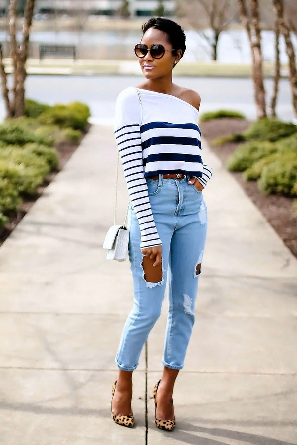T Shirt Jeans White Shoes
