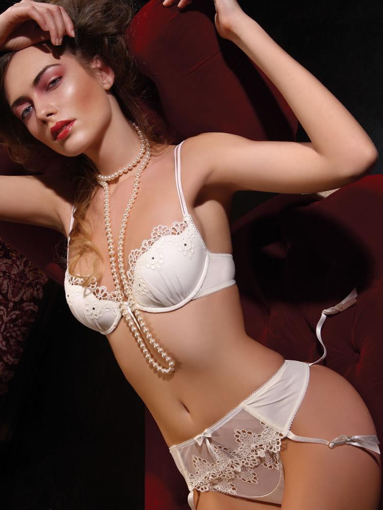 Glamor ivory lingerie set