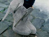 shoes,grey,ankle boots,zip