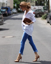shirt,top,blue jeans,ripped jeans,frayed jeans,white shirt,jeans,denim,pumps,heels