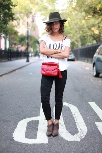 trop rouge t-shirt jeans shoes jewels bag hat