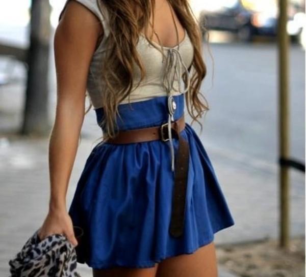 skirt blue skirt beige crop top tucked in jewelry belt short skirt flowy