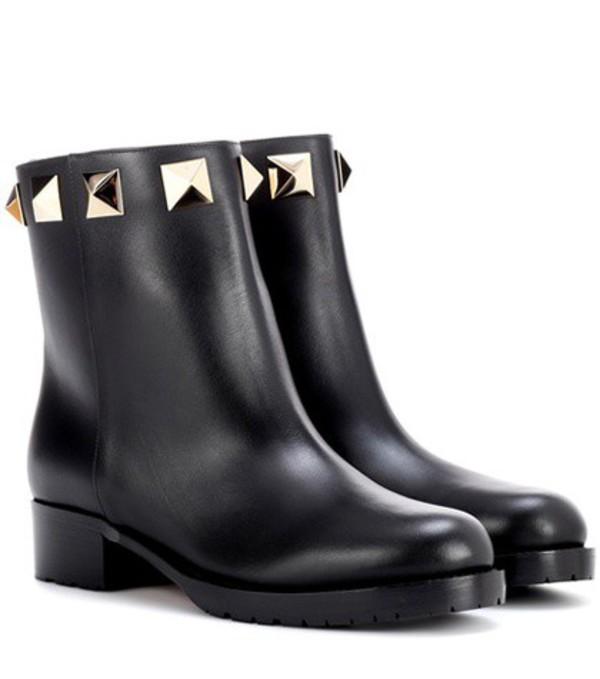 Valentino Garavani leather ankle boots in black