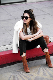 jacket,suede,tumblr,white jacket,fur collar jacket,t-shirt,white t-shirt,logo,logo tee,denim,jeans,black jeans,cropped jeans,boots,suede boots,ankle boots,brown boots,high heels boots,sunglasses,bag,brown bag,buckle bag