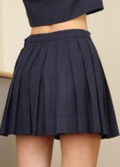 shirt,crop tops,skirt,black skirt,pleated skirt,school girl,school girl skirt,skater skirt,short skirt