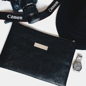bag,leather effect,clutch,style,fashion,canon,watch,blogger,beautyandtheblog,manieredevoir,maniere de voir,hat,instagram,tumblr,minimalist,outfit grid,grid,photography