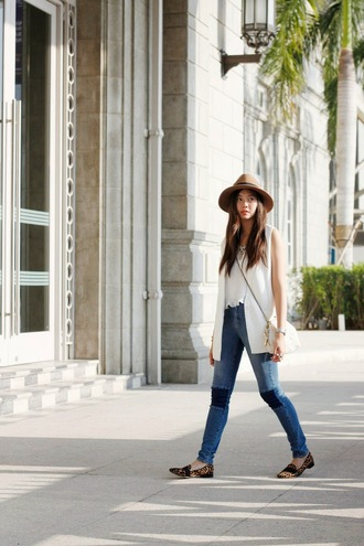 beverly ville blogger jeans white top