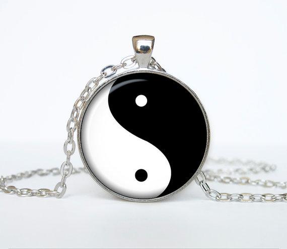 Ying yang symbols pendant ying yang  necklace door TheJewelryIsland
