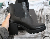 black boots,chelsea boots,black shoes,chunky boots,mid heel boots,shoes,black,heeled,boots,black ankle boots,ankle boots,grunge,punk rock,style,platform boots,black heels,heel boots,leather thick heeled boties