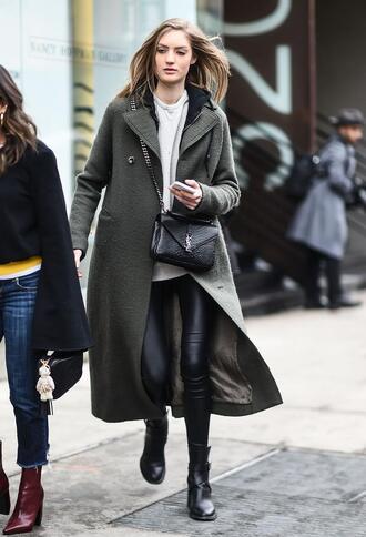 coat nyfw 2017 fashion week 2017 fashion week streetstyle green coat long coat green long coat leggings black leggings leather leggings sweater white sweater bag black bag boots black boots ankle boots
