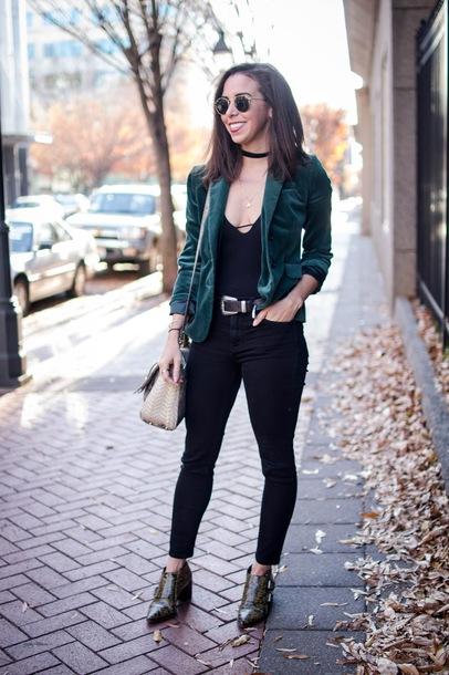 oh va darling blogger jacket belt jeans shoes sunglasses bag green jacket shoulder bag ankle boots skinny jeans spring outfits