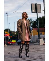jacket,checkered,blazer,oversized,boots,dress,handbag