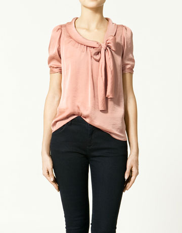 Blouse with neckline bow