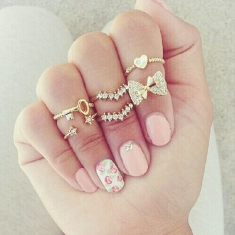 jewels ring gold sequins gold ring diamonds crystal gloves accessories fashion style jeans dress t-shirt shorts shoes hat hand jewelry gold midi rings