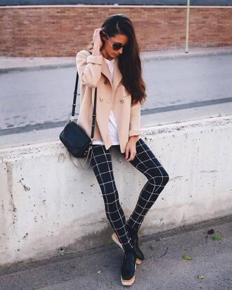 pants tumblr leggings printed leggings checkered shoes black shoes platform shoes coat beige coat bag black bag shoulder bag fall outfits sunglasses