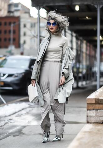 pants grey pants top nyfw 2017 fashion week 2017 fashion week streetstyle wide-leg pants grey top turtleneck grey turtleneck top boots silver shoes metallic metallic shoes bag white bag coat grey coat sunglasses monochrome outfit