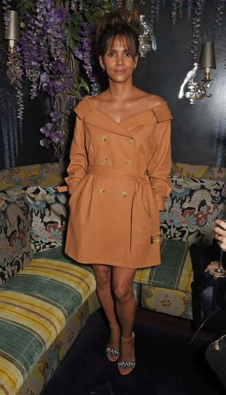 coat trench coat halle berry london fashion week 2017 sandals