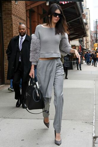 top kendall jenner celebrity style celebrity model all grey outfit all grey everything grey pants pants high waisted pants crop tops long sleeve crop top grey top pumps grey pumps bag black bag sunglasses black sunglasses fall outfits