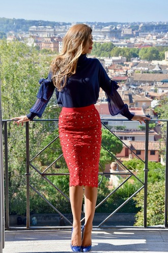 cosamimetto blogger skirt shoes bag jewels fall outfits red skirt midi skirt blue blouse blouse pumps