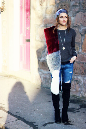the little magpie blogger fur scarf ripped jeans black boots
