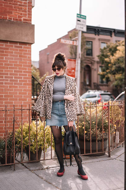 coat tumblr leopard print turtleneck grey turtleneck top skirt mini skirt tights shoes sunglasses bag black bag