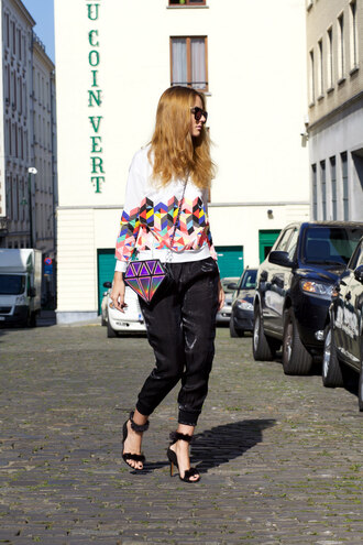 from brussels with love blogger black pants geometric black sandals diamonds holographic bag