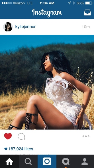 dress kylie jenner white feathers
