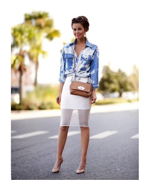 stylista blogger white skirt bodycon skirt denim shirt nude high heels