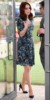 dress,floral,floral dress,kate middleton,pumps,spring dress,spring outfits,maternity dress