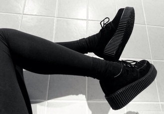 shoes black platform shoes sneakers leg warmers legs all black everything suede suede shoes high plateau shoes want them noir grunge shooes black shoes creepers grunge shoes tumblr laces