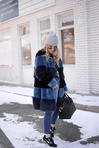blonde bedhead blogger jeans shorts coat hat bag t-shirt sunglasses beanie sneakers handbag faux fur coat winter outfits
