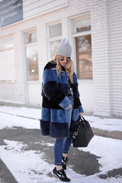 blonde bedhead blogger jeans shorts coat hat bag t-shirt sunglasses beanie sneakers handbag faux fur coat winter outfits