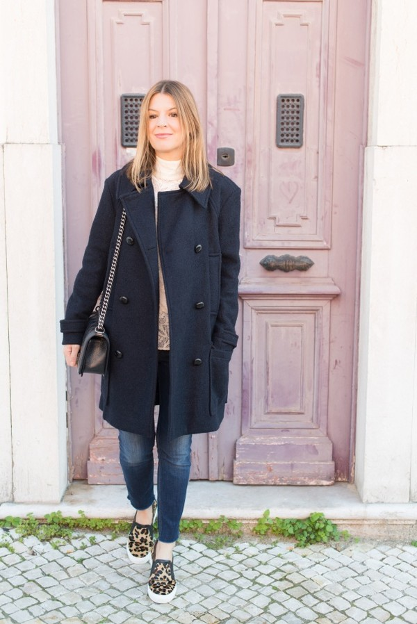 the working girl coat t-shirt jeans belt bag