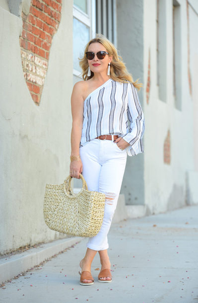 thehuntercollector blogger top jeans belt bag jewels sunglasses