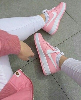 shoes pink nike white pink and white nike shoes girly shoes pink nike shoes pink and white nike shoes style girl instagram tumblr