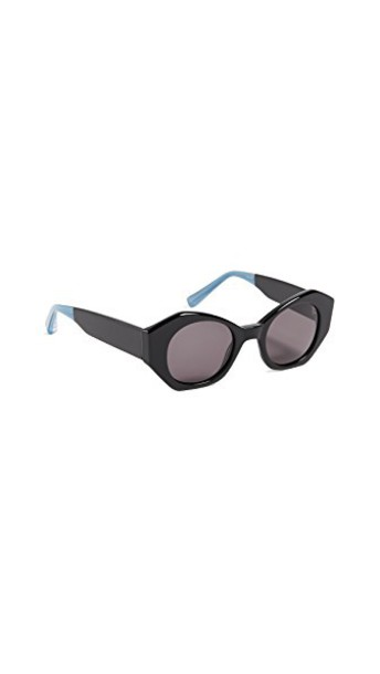 Elizabeth and James sunglasses smoke black