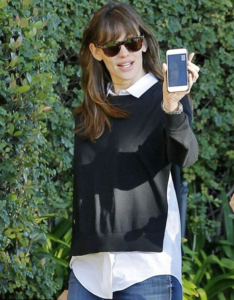 Jennifer Garner sunglasses black sweater slit jeans sweater