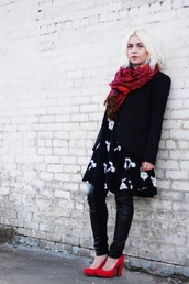 styles by hannah riles,blogger,scarf,black and white dress,blazer,black jacket,leather leggings,jacket,dress,leggings,shoes