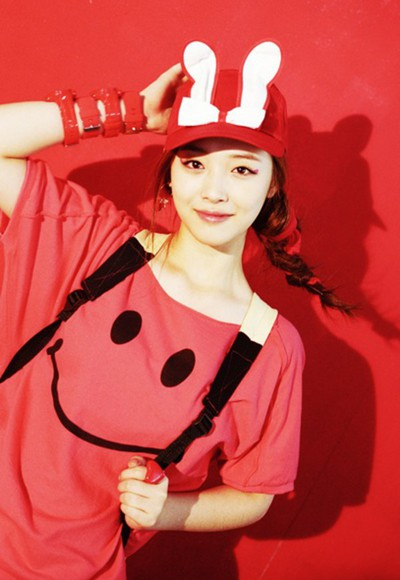 smiley face smile f(x) sulli red cute korean fashion korean style kpop kpop fashion Happy bunny ears bunny short sleeve summer top Fun style