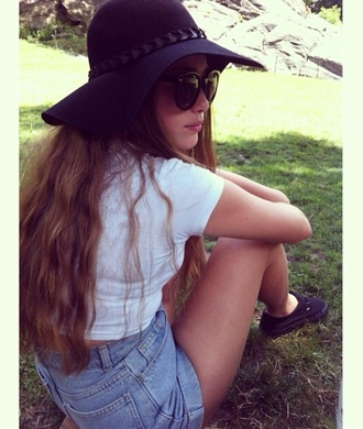 black shorts sunglasses round sunglasses hat
